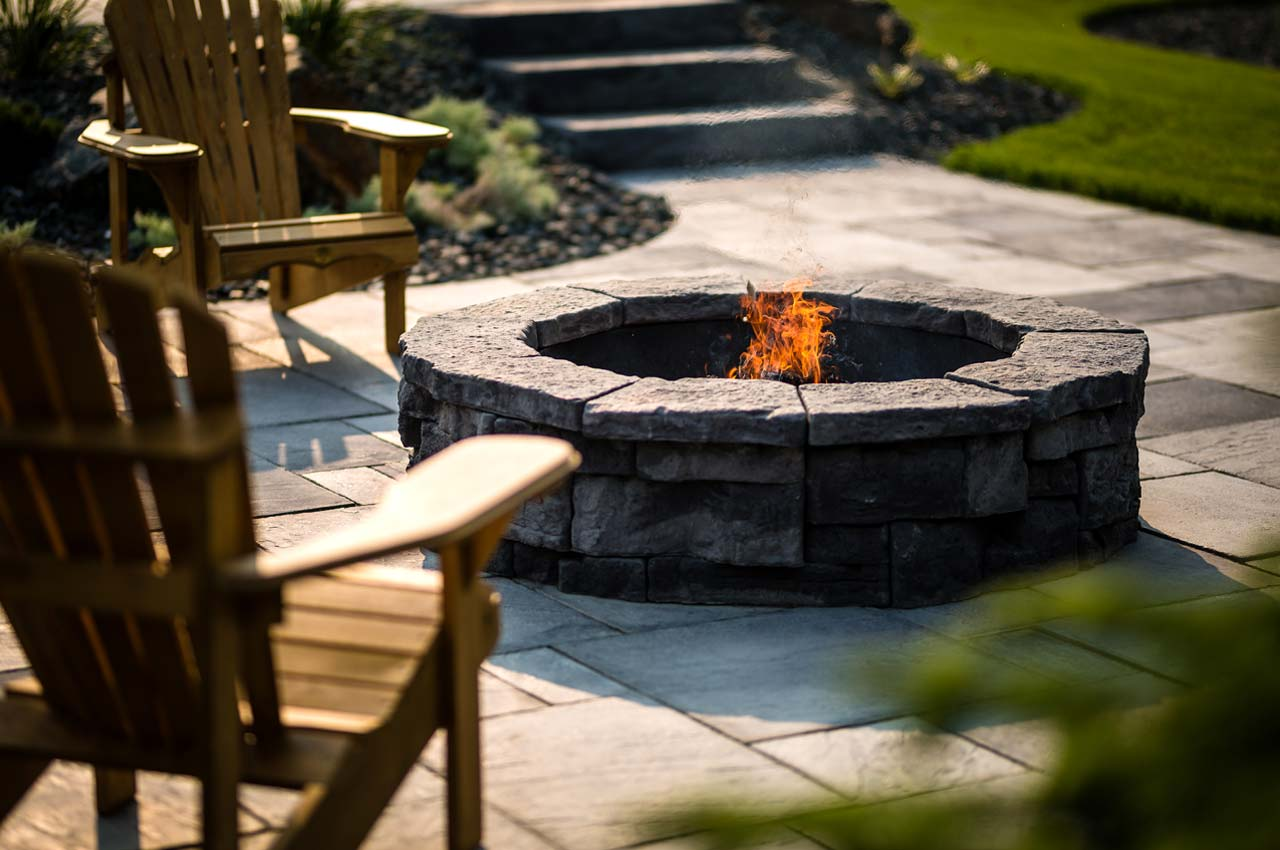 Rosetta Belvedere Circle Firepit with Rosetta Dimensional Flagstone Patio