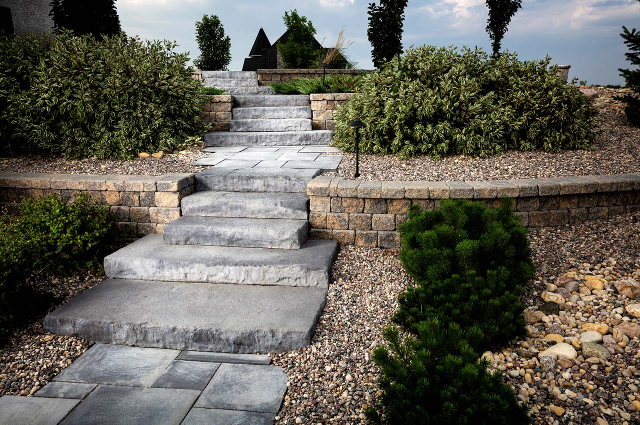 Rosetta Dimensional Step with Rosetta Dimensional Flagstone Slab and RomanPisa Wall