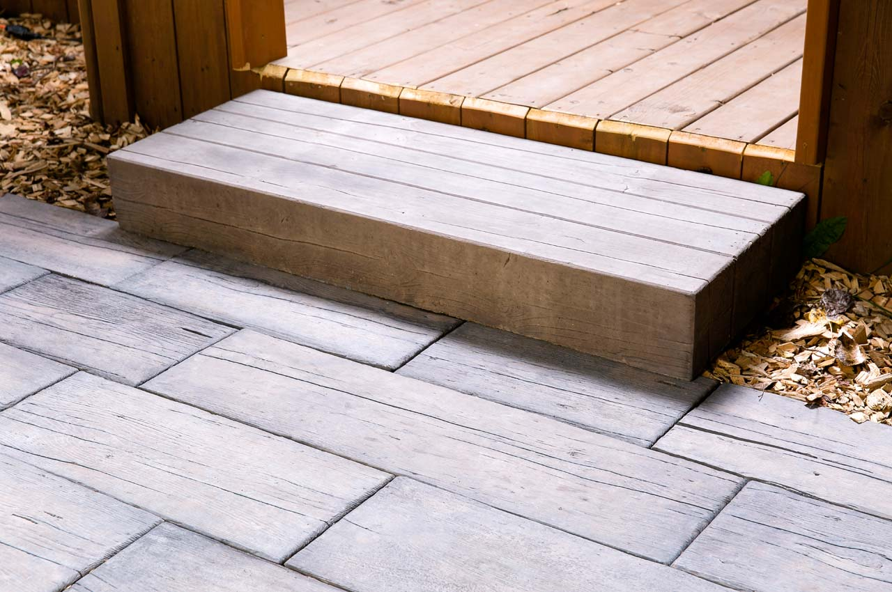 Bridgewood Step With Bridgewood Slab Patio