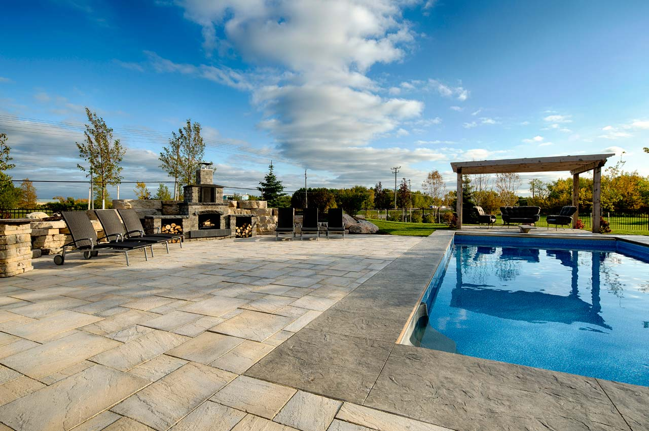 Rosetta Dimensional Flagstone Pool with Stone Oasis Fireplace