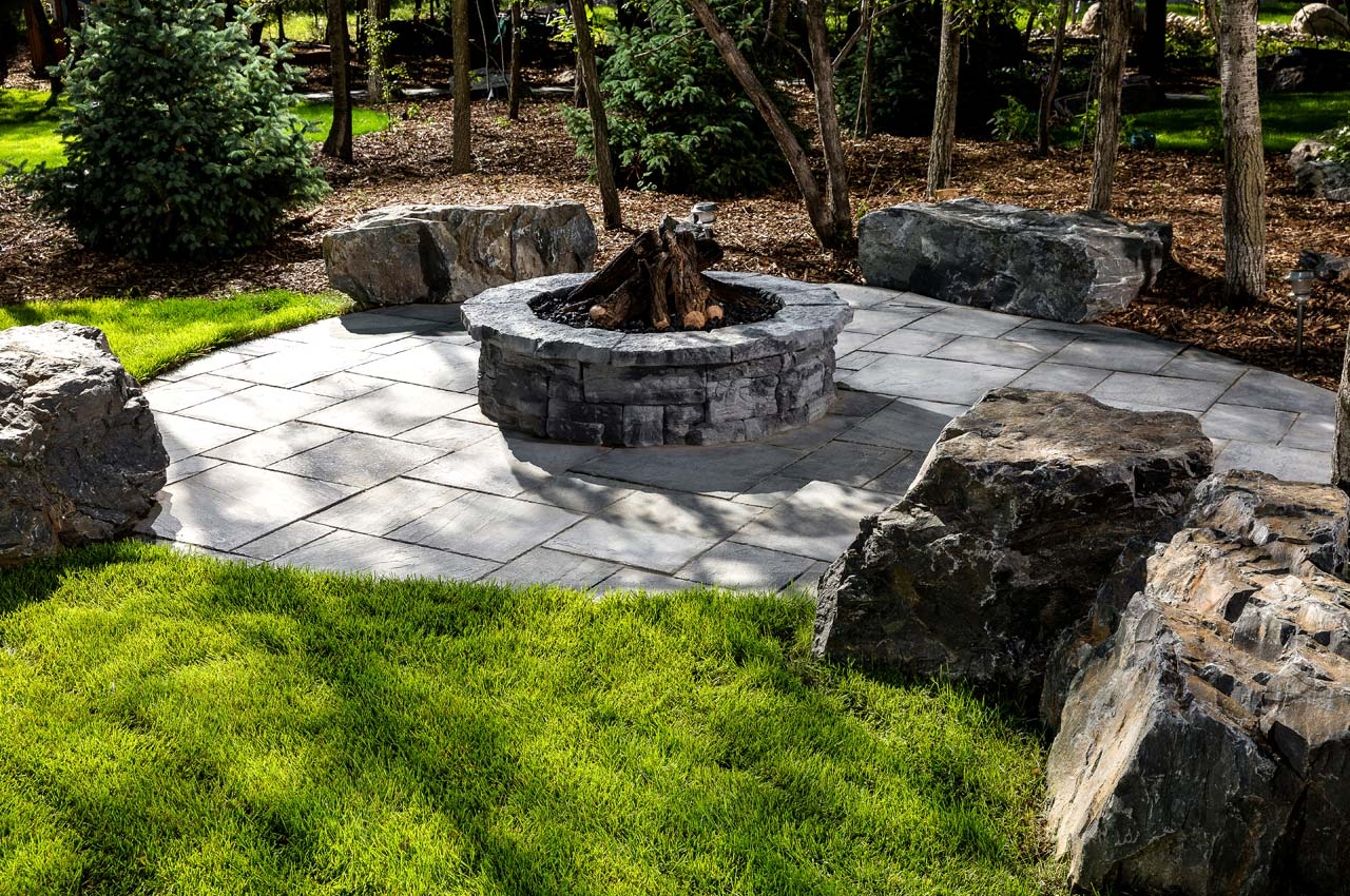 Rosetta Dimensional Flagstone Patio with Belvedere Firepit